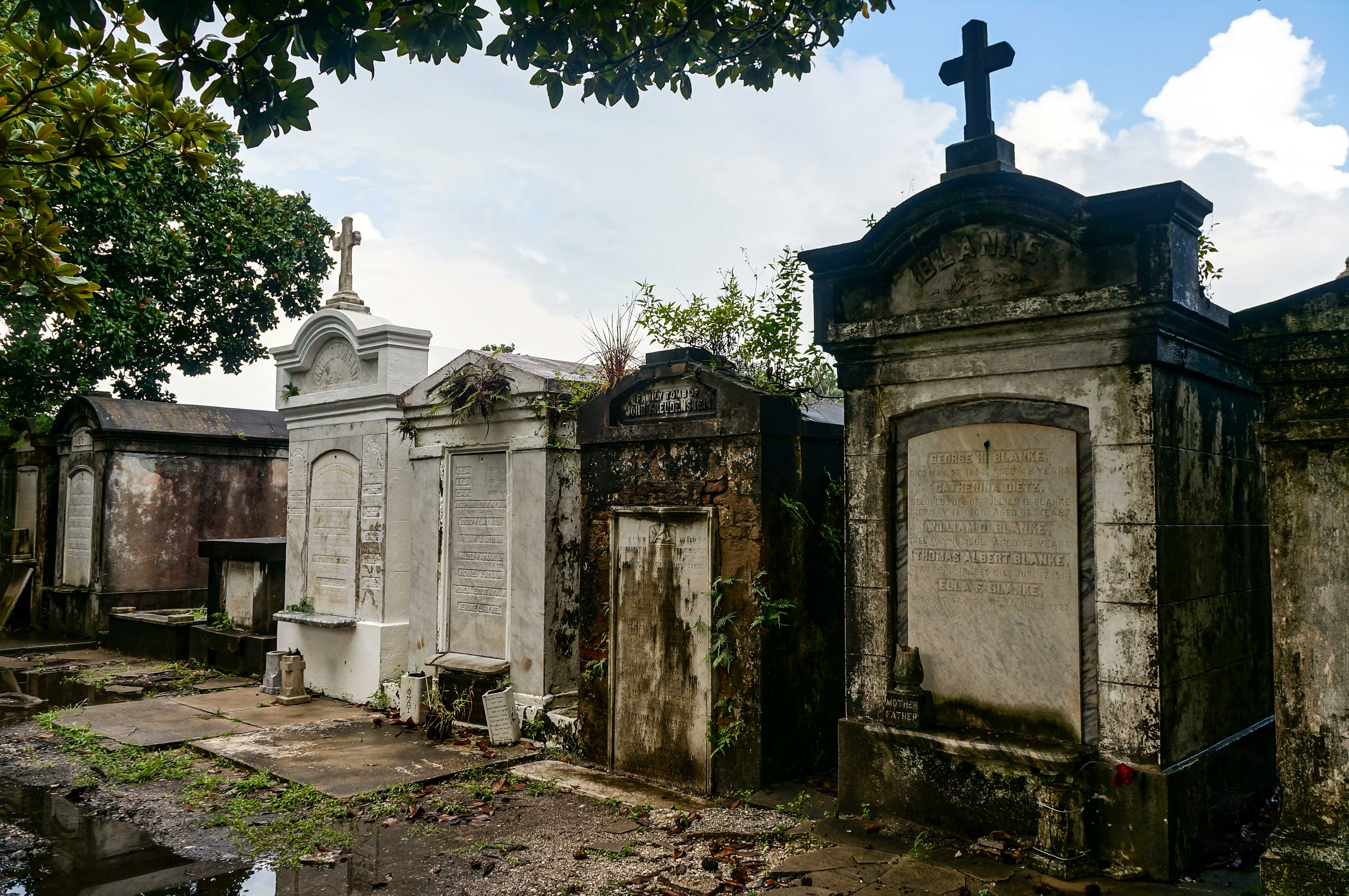 Lafayette Cemetery No.1 - New Orleans (1)